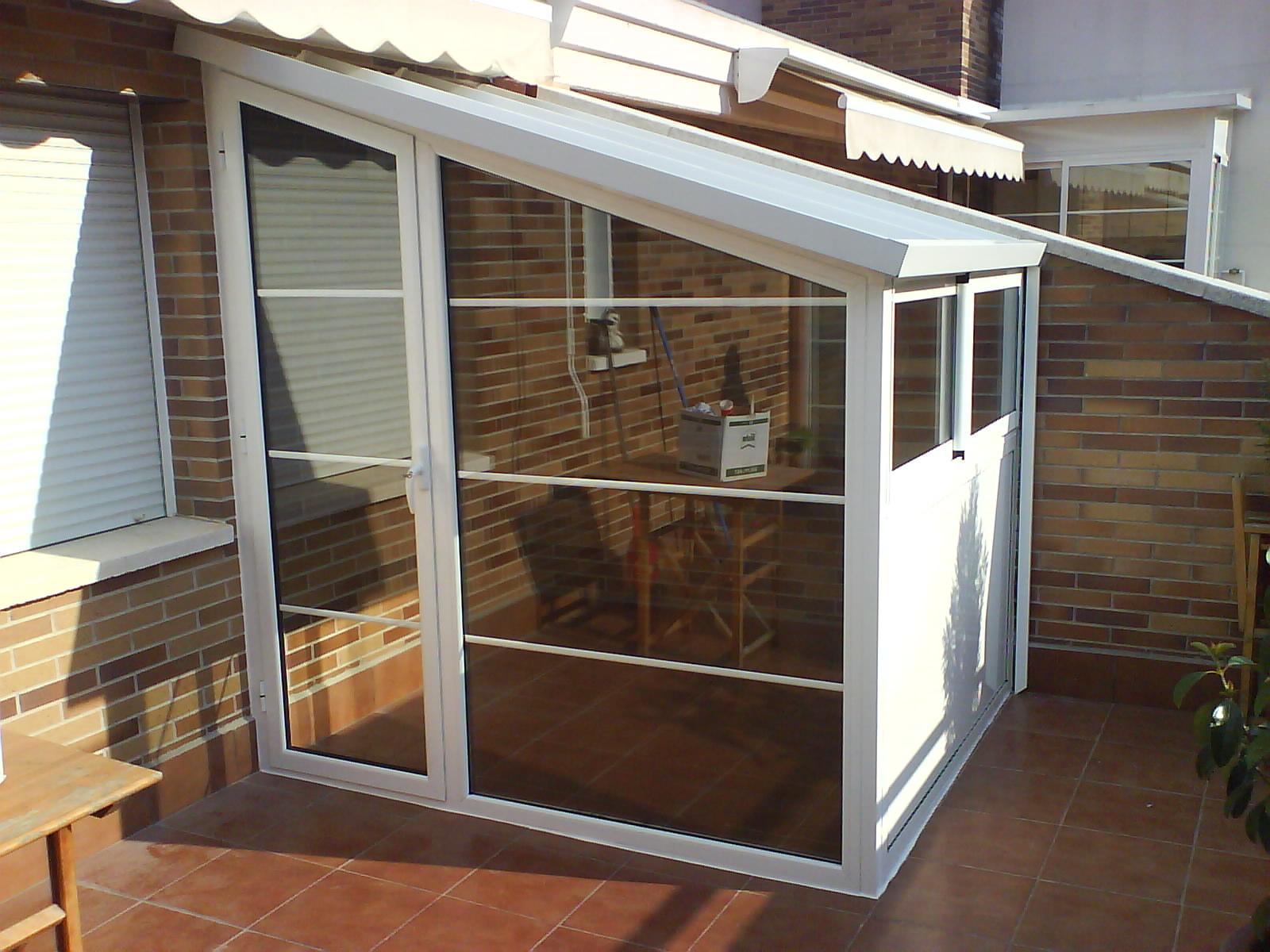 Cerramiento de aluminio tipo caseta de exterior terraza en for Patio con lavadero