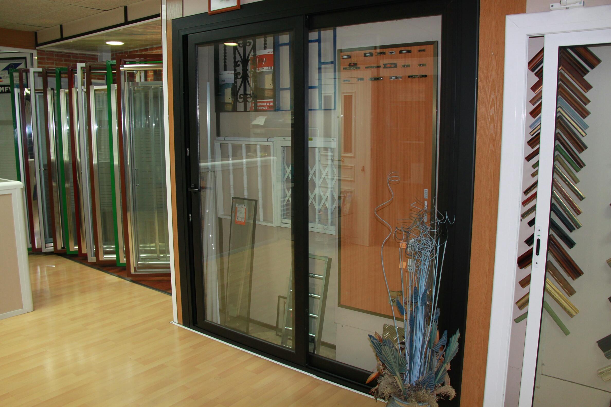 Fabricaci n venta e instalaci n de puertas de aluminio y for Puertas de aluminio