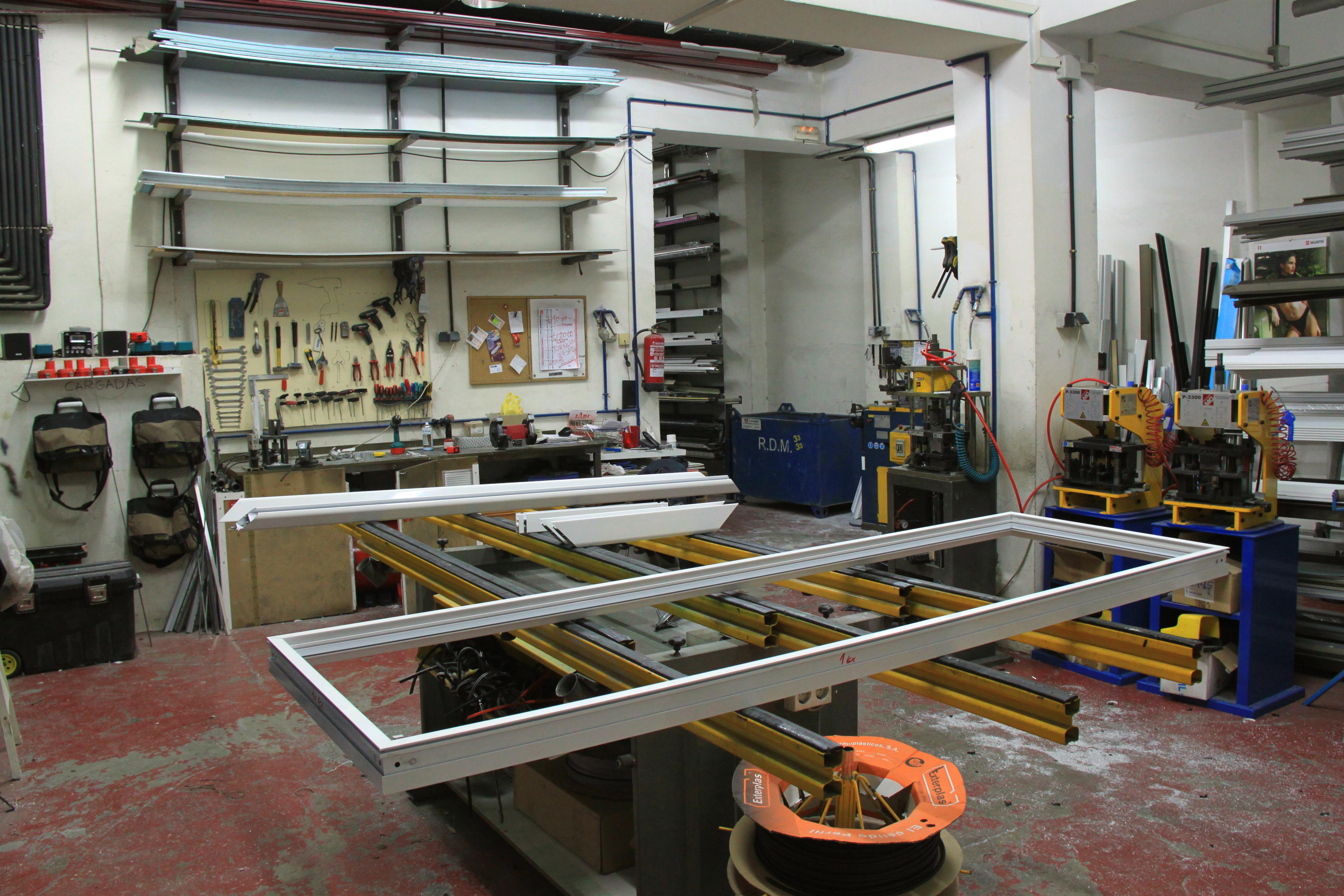 Instalaciones y equipamiento carpinter a de aluminio for Carpinteria de aluminio