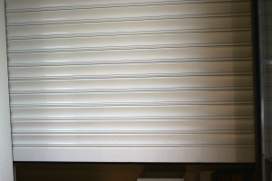 Aluminum shutter locking up
