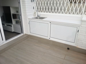 Exterior sliding wardrobe white lacquered