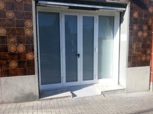 Puerta practicable serie S-50 de 4 hojas vidrio laminado
