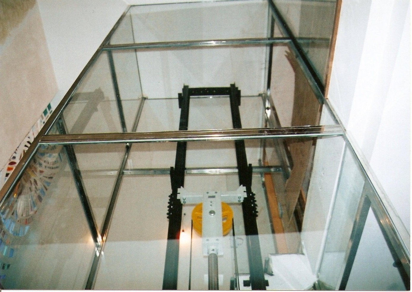 Glass elevator enclosure and stainless steel in Barcelona