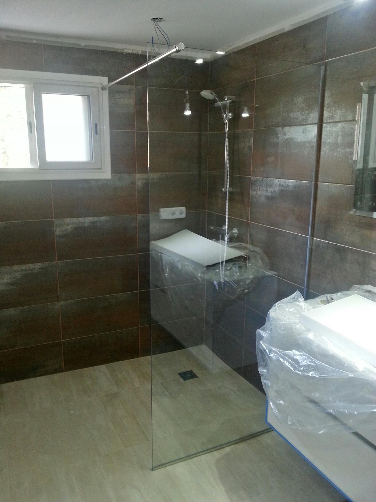 Mampara de ducha fija vidrio templado 10mm y perfiles de - Mamparas vidrio templado ...