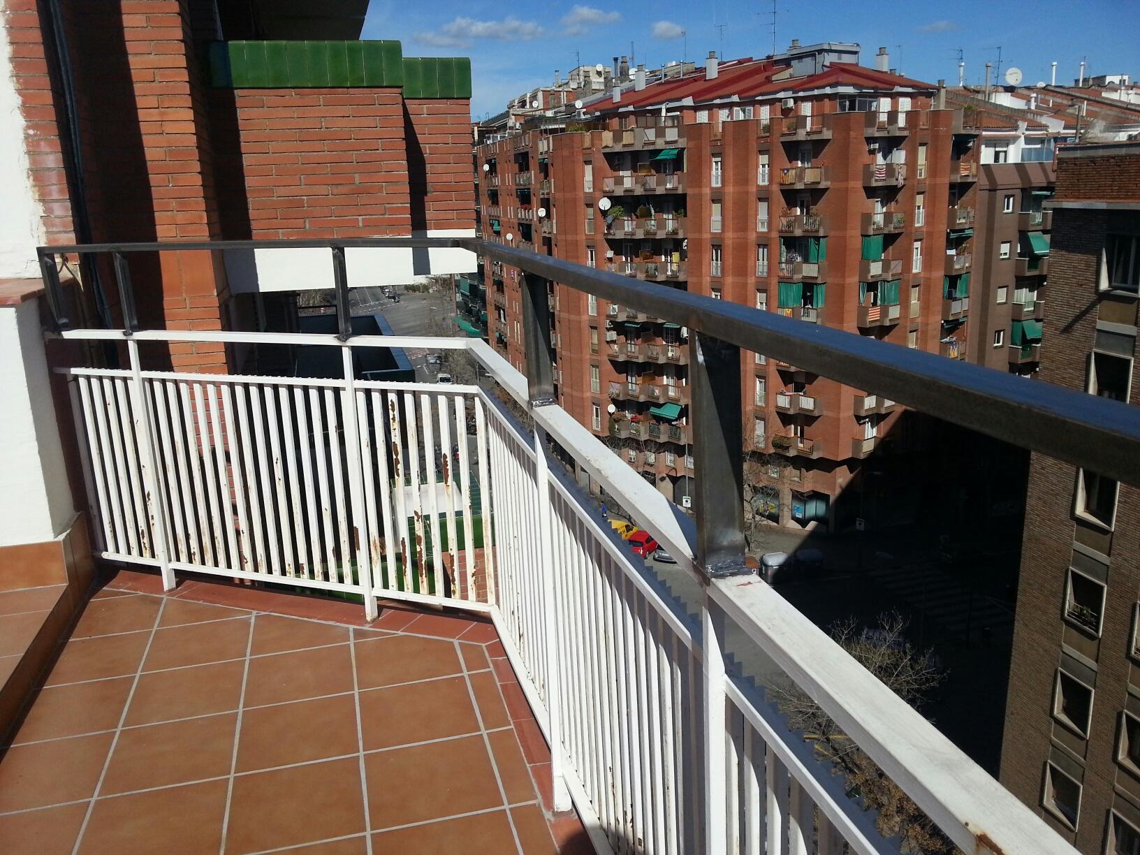 Extensión de barandilla de hierro soldada en Barcelona | Carpintería ...