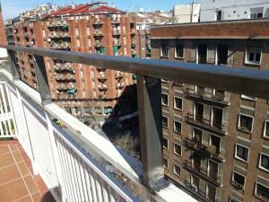 Extensió de barana de ferro a Barcelona