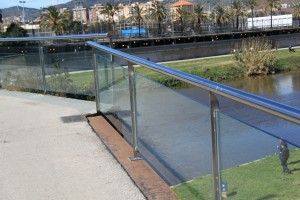 Stainless steel railing with glass