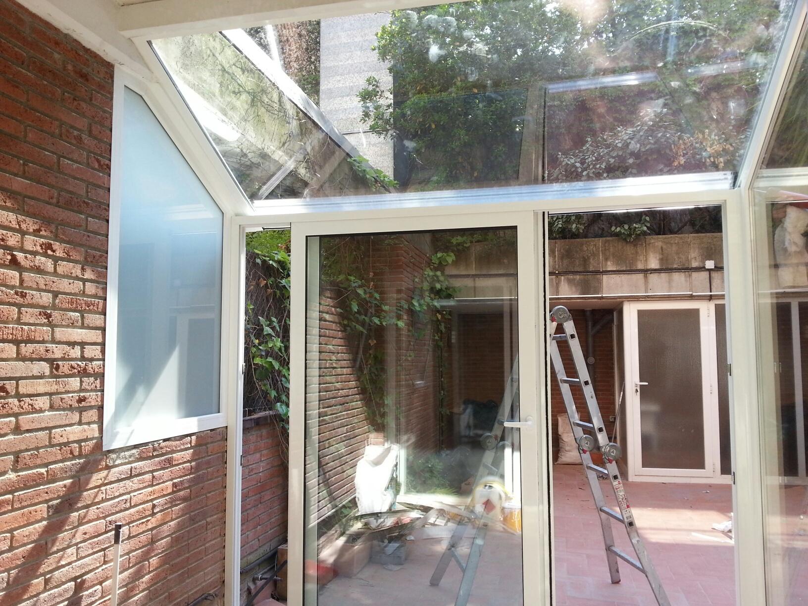 Cerramiento de terraza en aluminio en barcelona for Cerramiento aluminio terraza