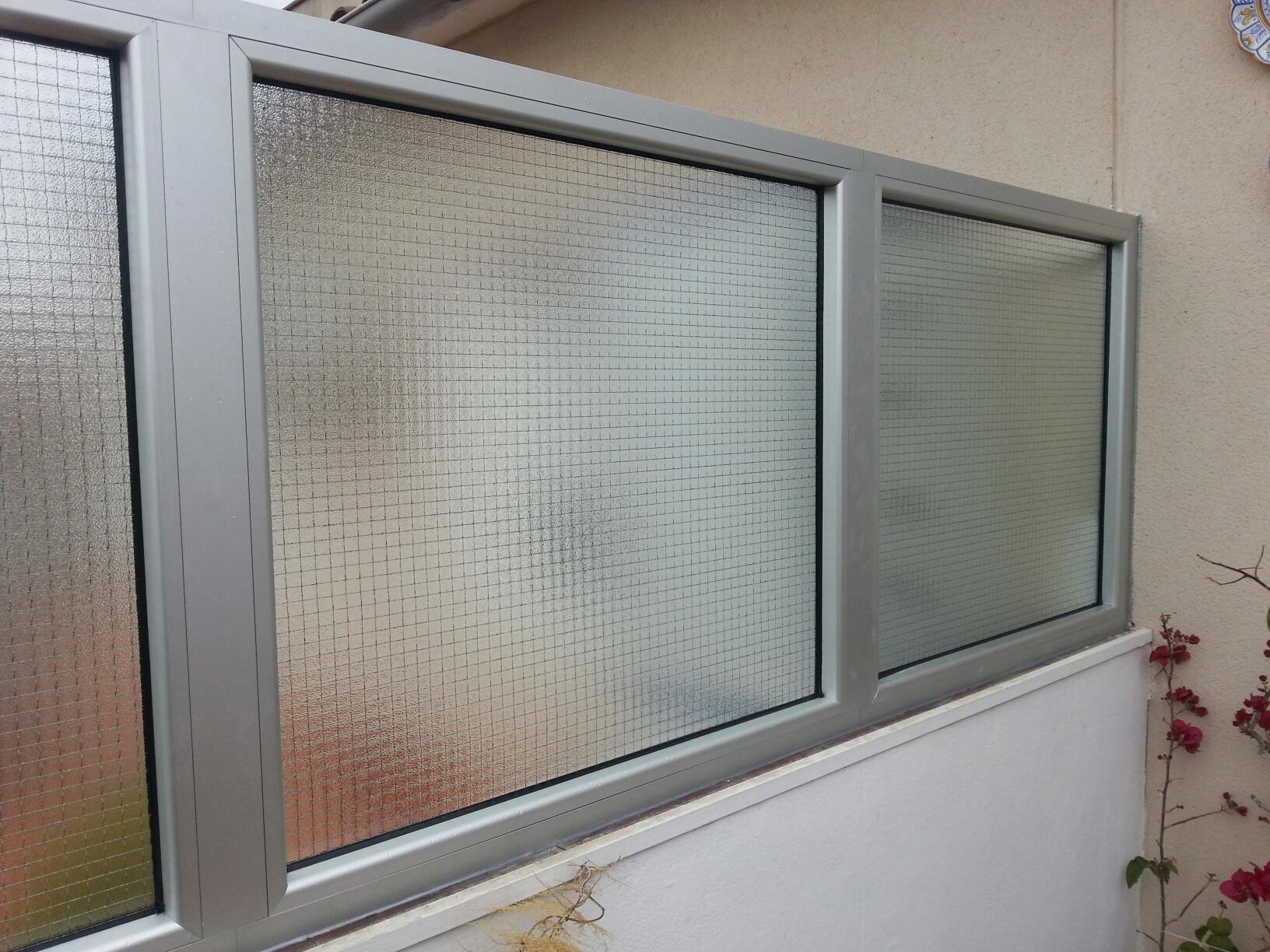 Divisi n de aluminio entre terrazas en un bloque de pisos - Estructuras de aluminio para terrazas ...
