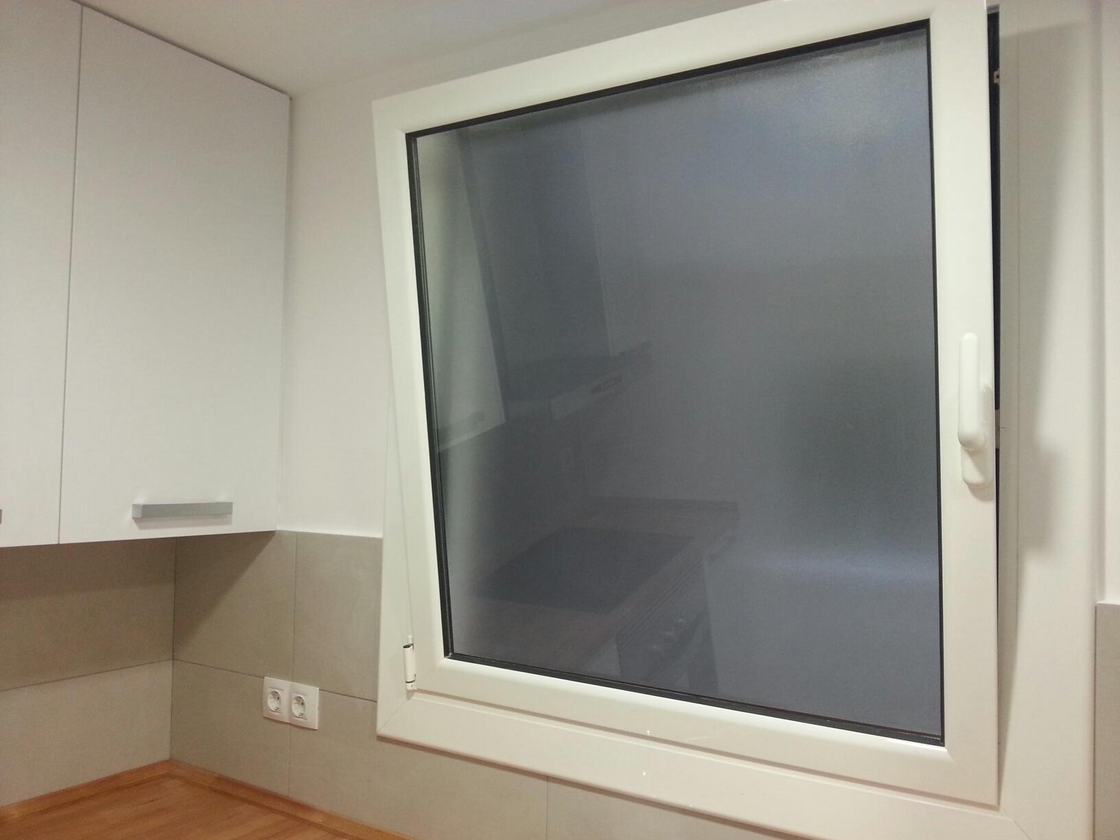 Ventanas oscilobatientes y puerta abatible de aluminio en - Ventanas oscilobatientes aluminio precios ...