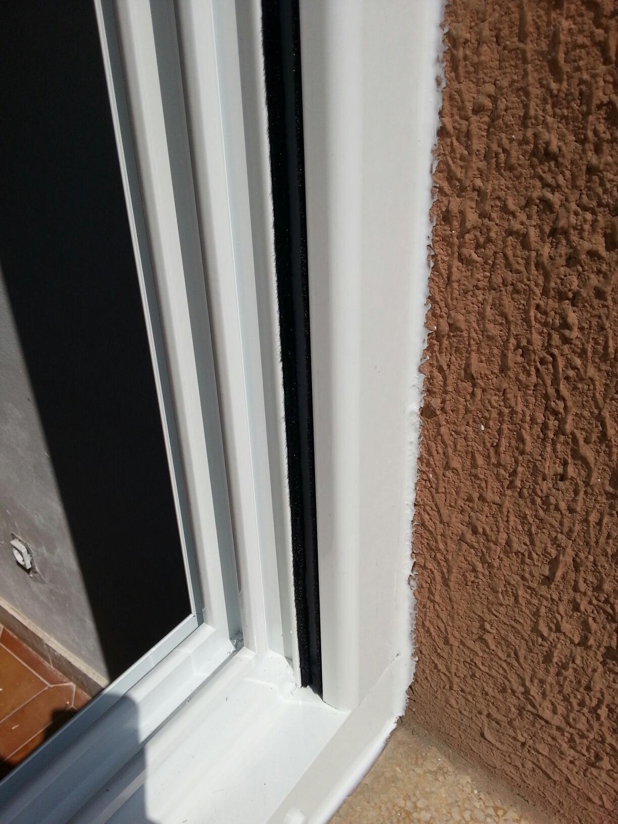 Sellado de silicona neutra de gama alta en puertas y ventanas de ...