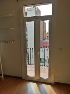 Cara interior de la puerta en lacado blanco