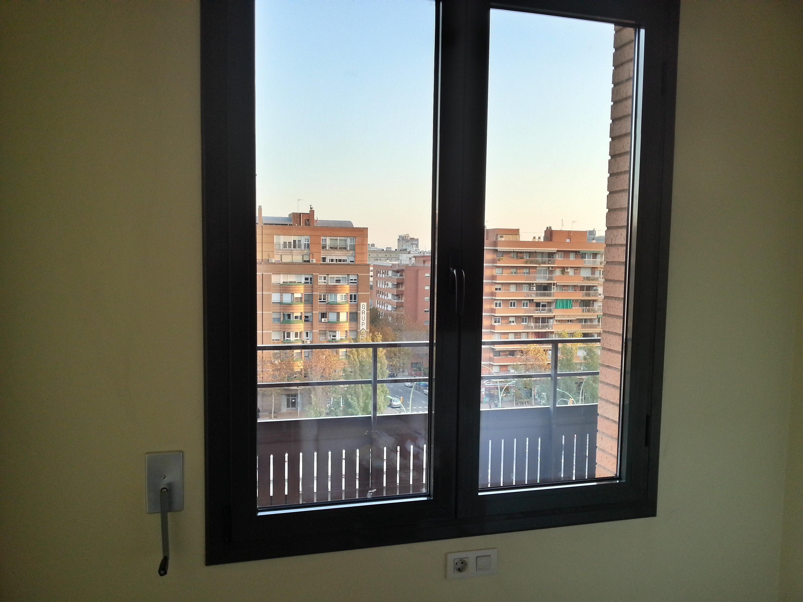 Puertas y ventanas de aluminio de la serie stilo 60 rpt de - Ventana doble cristal ...