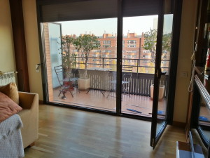 Fixed glass door out to the terrace