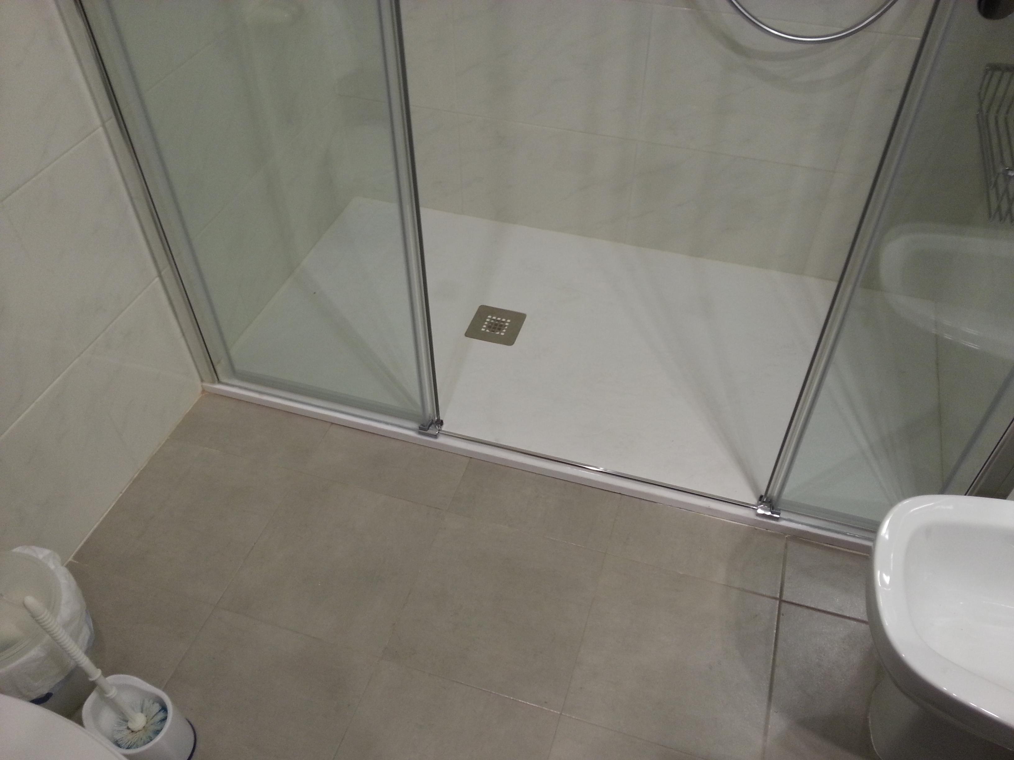Mampara De Ba O Corredera En Aluminio Anodizado Plata Brillo Y