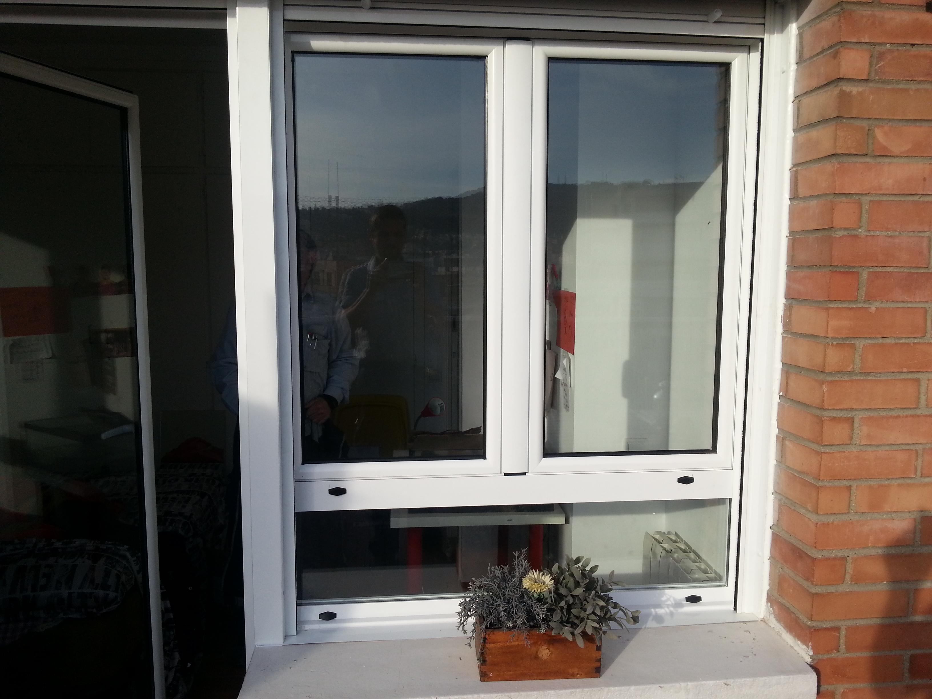 Ventanas de aluminio lacado blanco abisagradas con fijo for Puertas y ventanas de aluminio blanco precios