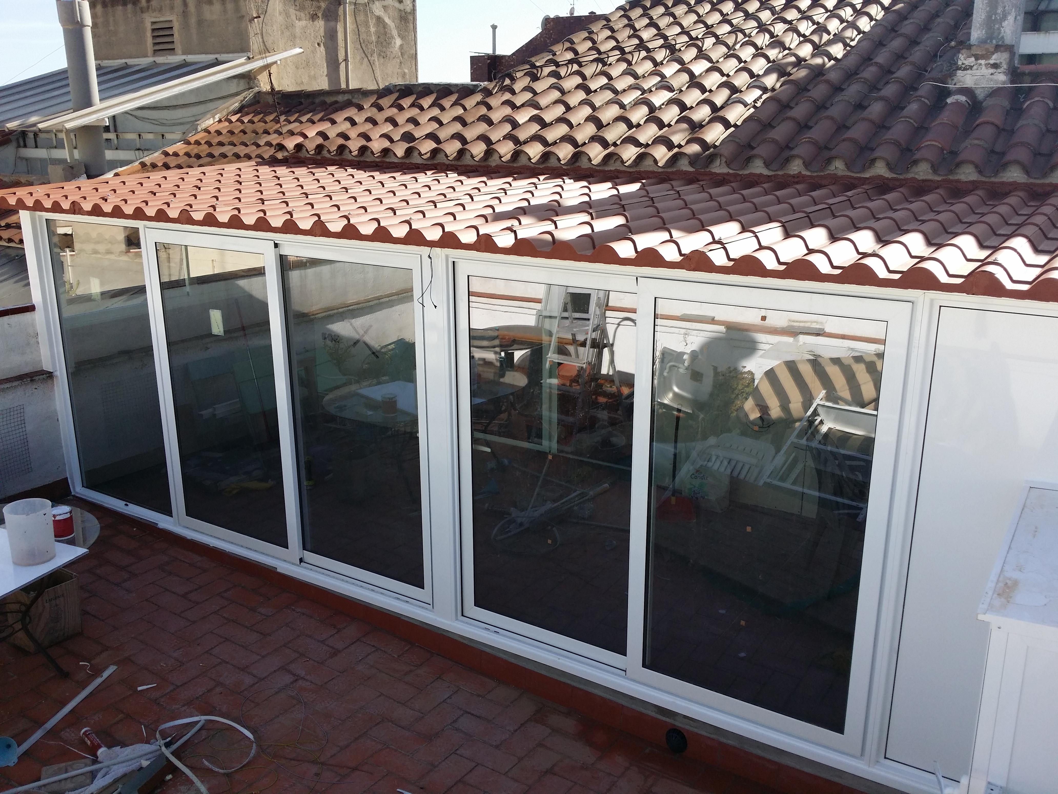 Fabricaci n distribuci n e instalaci n de cerramiento for Casetas aluminio para terrazas