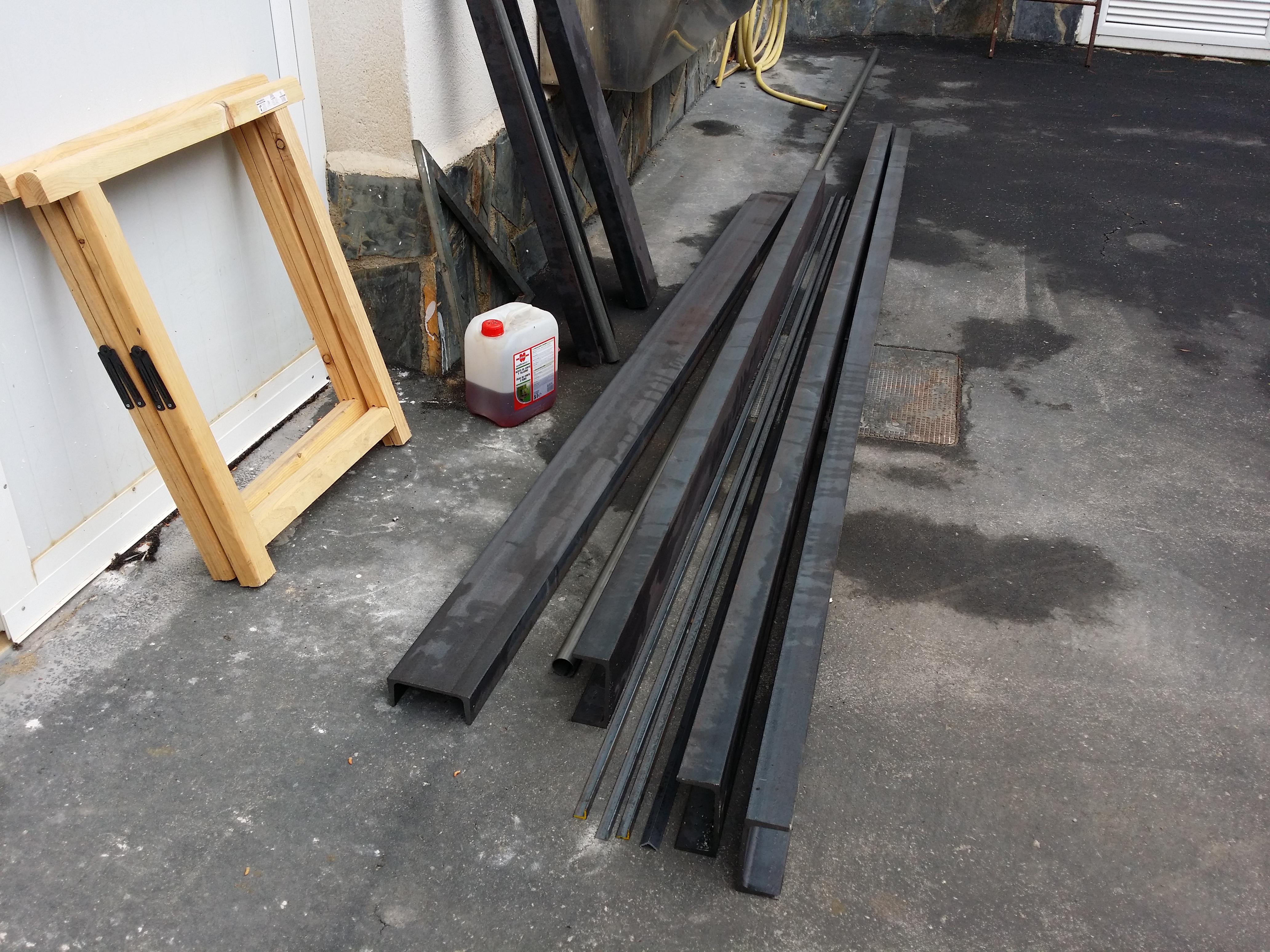 Fabricaci n y montaje de escalera exterior de hierro con for Como hacer escaleras de fierro