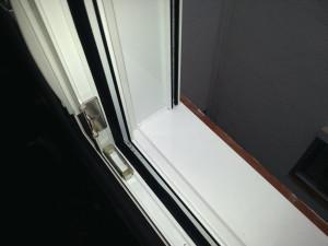 Marco ventana practicable tipo compacto