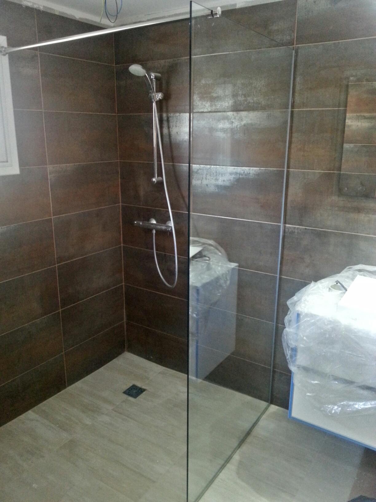 Mampara de ducha fija vidrio templado 10mm y perfiles de ...