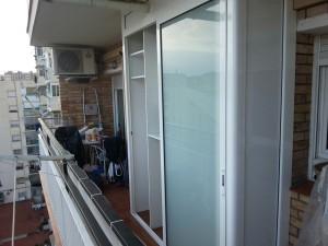 Sliding glass cabinet outside matting