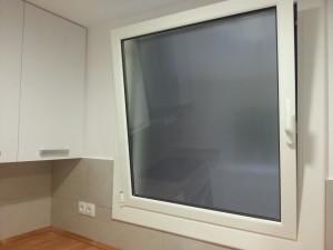 Finestra oscilo-batent amb vidre de càmara