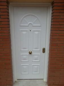 Puerta blindada de entrada a vivienda