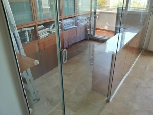 Safety glass sliding door